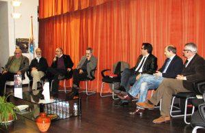 Faladoiro de escritores en Xinzo de Limia. No centro, a cadeira baleira de Casares