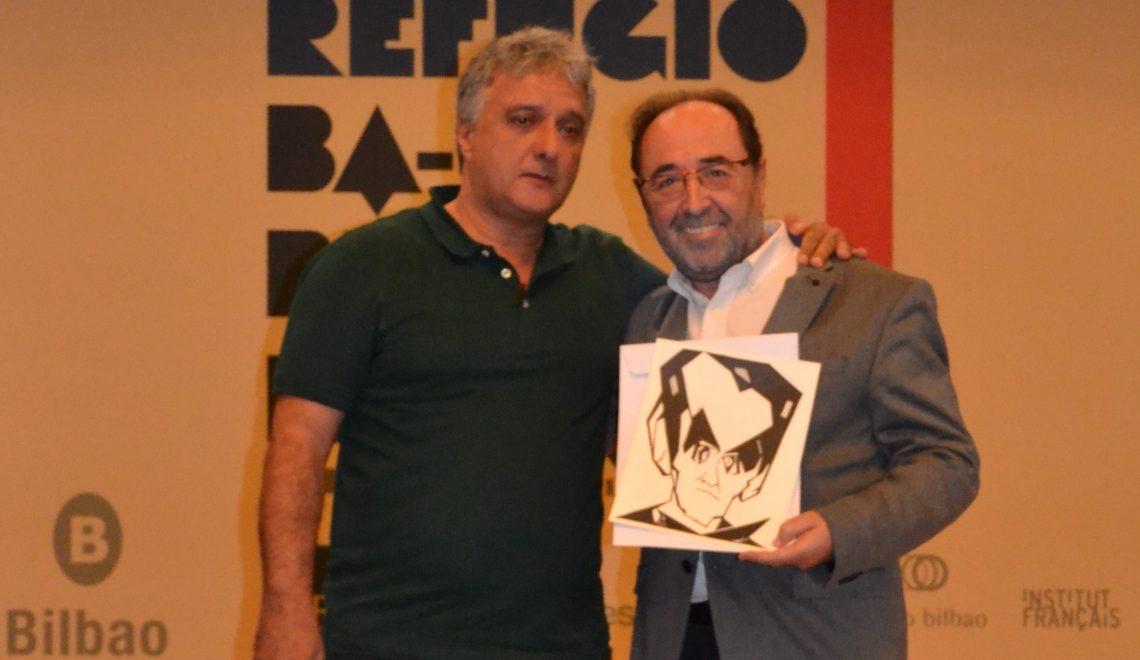 Alfonso Alcalá (dereita) co artista canario Néstor Dámaso del Río en outubro pasado.