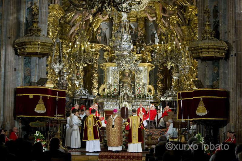DIA DE GALICIA OFRENDA AL APOSTOL SANTIAGO INTERIOR CATEDRAL APOSTOL SANTIAGO